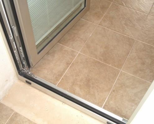 Particolare telaio porta finestra Schuco AWS65