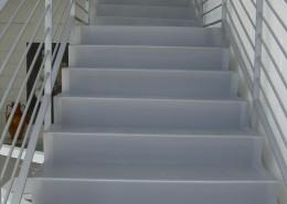 Particolare gradini verniciati con vernice calpestabile SIKKENS