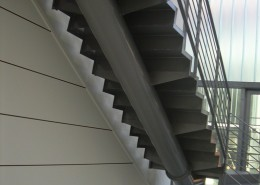 Particolare scala, tubo di sostegno struttura ad incastro da 200mm