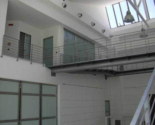 Panoramica generale porte e passerella showroom