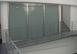 Infissi realizzati con profilo palladio acciaio inox con vetri satinati