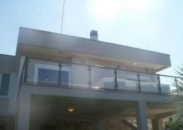 Ringhiera in ferro verniciato plastificato con telaio e vetri visarm 10/11, bloccati con morsetti